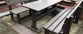 d) Záhradný nábytok 1 stôl a 2 lavičky