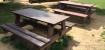 e) Piknik stôl
