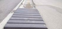 b) Kanalablauf,  Planke, Rechteck, durchlässiger